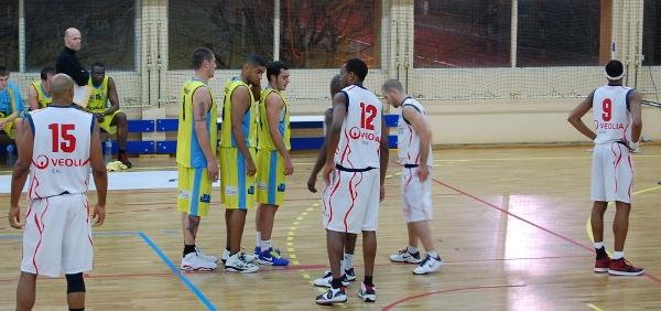 Les joueurs briochins se préparent avant une remise en jeu.
