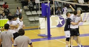 Les joueurs du Paris Volley exultent après leur victoire contre Poitiers.