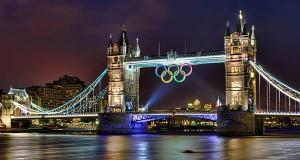 Les anneaux olympiques sur Tower bridge