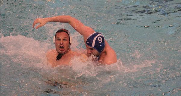 Zdrako Delas à la lutte dans le bassin.