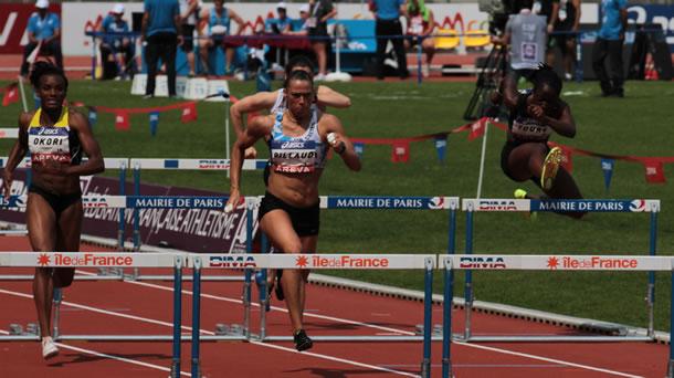 Cyndie Billaud file vers les 12'59 sur 100m haies.