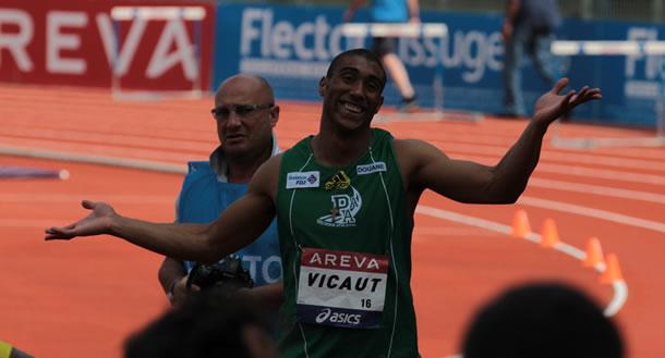 Romain Vicaut, nouveau champion de France du 100m. L'on voit le logo de la douane sur son maillot employeur du sprinteur.