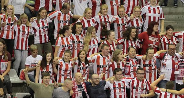 Les extraordinaires supporters de Resovia.