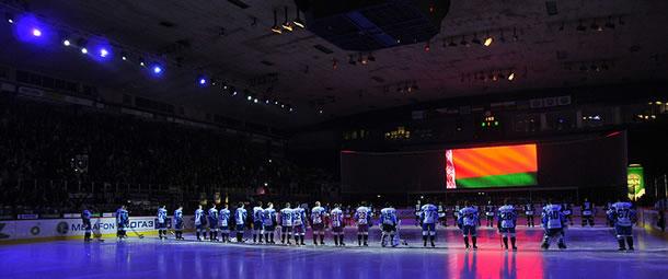 Les hymnes avant un match de KHL (photo de Krume Ivanovski)