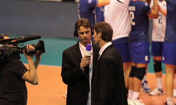 Luc Marquet (avec le micro), consultant volley de Beinsports