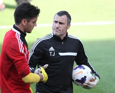 Toni Jimenez, un ancien de l'Espanyol qui entraînait les gardiens à Gérone en D2 espagnole il y a quelques saisons, est désormais l'entraîneur des gardiens de Southampton.
