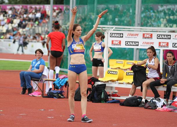 Mélanie Skotnik avec son dossard or de championne de France en titre.