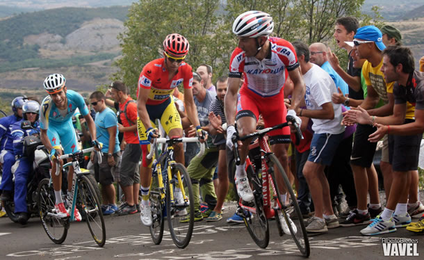 Aru - Contador - Rodriguez : combat de titan sur l'une des terribles montées de la Vuelta 2014.