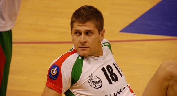 Il retrouve le nord et Tourcoing pour une saison en 2012.