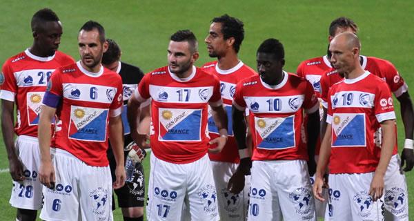 Les joueurs de l'US Colomoiers en début de rencontre dont le n°6 Aurélien Mazel.