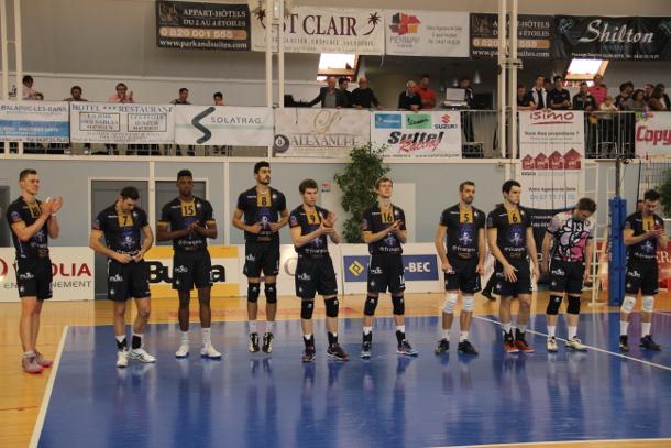 Présentation du Paris Volley en début de rencontre.