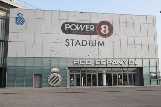 Vue de l'entrée administrative du stade de Cornella